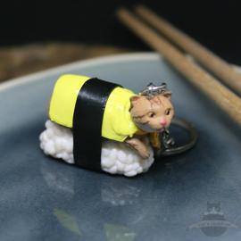 Sushi-Schlüsselanhänger braune Katze mit gelbem Umhang