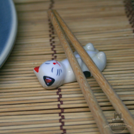 Eetstokjes steun liggende kat crèmekleur