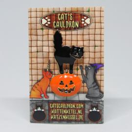Schwarze Katze auf Halloween-Kürbis Brosche