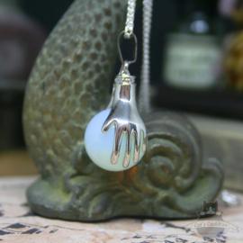 Spirituele ketting twee handen met bol Opaal