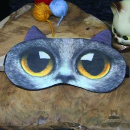 Sleepmask cat with yellow eyes