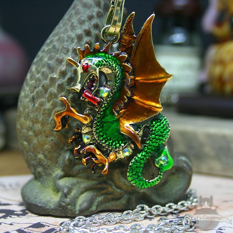 Groene draak met gouden vleugels fantasy ketting