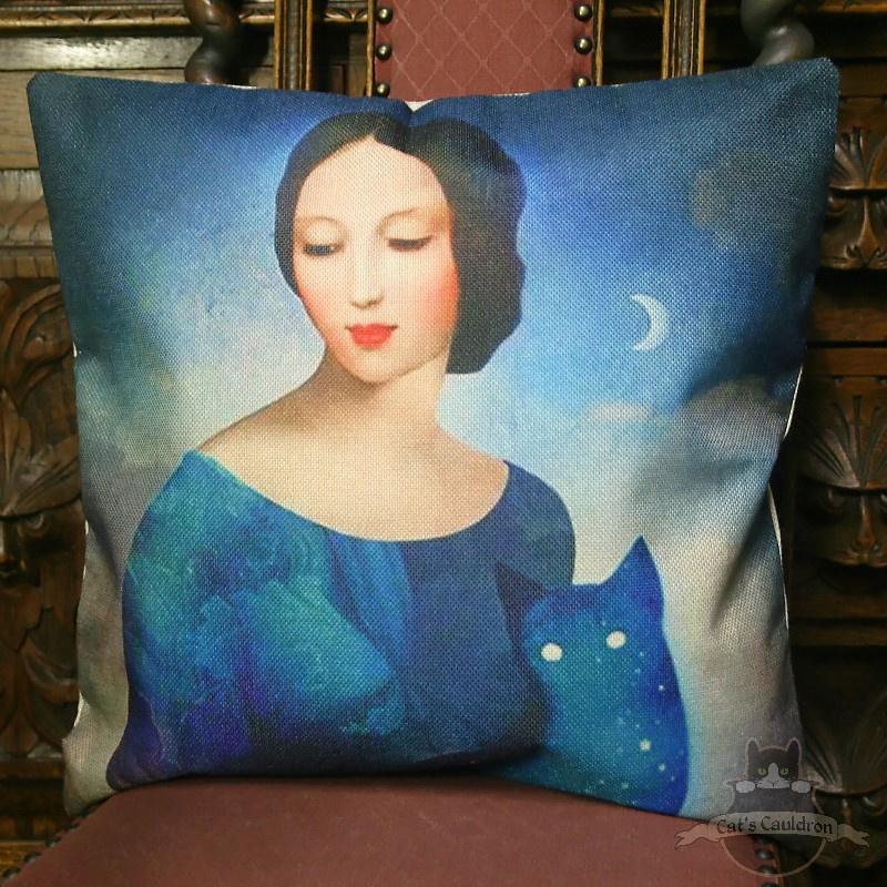 Vrouw met katje blauwe fantasy kussenhoes