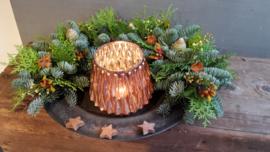 Halve kerstguirlanderop schaal, inclusief onderbord en windlicht