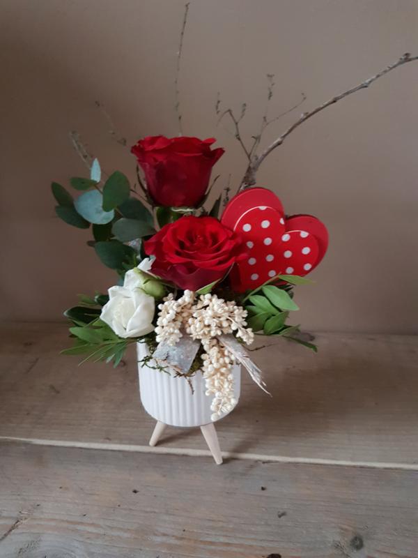 Klein valentijn bloemstukje