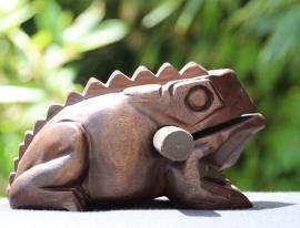 Houten kikker 22 cm (donkerbruin)
