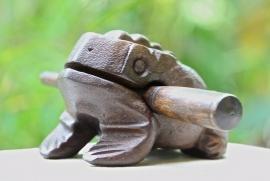 Houten kikker 11 cm (donkerbruin)