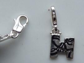 117467/1208- zwaar verzilverde metalen letter bedel H