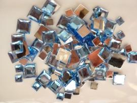 2282 051- 110 x kunststof strass stenen assortiment vierkanten van 6/10/12mm l.blauw