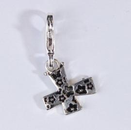 117467/1224- zwaar verzilverde metalen letter bedel X