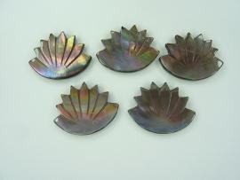 000134- 5 stuks parelmoer plakstenen van 3x2.5cm OPRUIMING