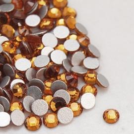 000557- ruim 100 kristalsteentjes SS10 2.8mm topaz - SUPERLAGE PRIJS!