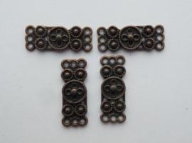 00049- 4 x metalen verdeelstukken van 10x28mm roodkoper OPRUIMING