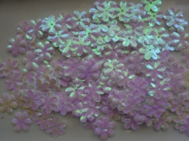 118372/433- 10gram (ca. 160 stuks) pailletten bloemetjes 15mm wit met AB coating