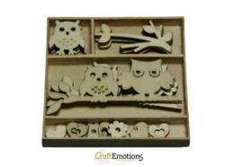 CE811500/0204- 30 stuks houten ornamentjes in een doosje uiltjes 10.5x10.5cm