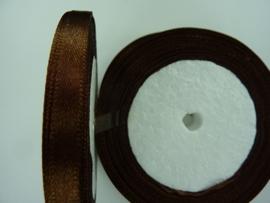 rol met 22.86 meter bruin satijnlint van 6mm breed