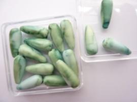 00027- doosje met 16 stuks kunststof kralen druppelvorm van 20x6mm groen OPRUIMING