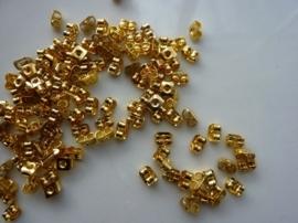 CH.034- ca. 100 stuks poussets (schuifjes voor oorhaakjes/oorstekers) 5mm goud - SUPERLAGE PRIJS!