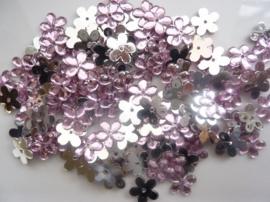 008022/0044- 120 stuks kunststof strass/spiegel bloemetjes van 12mm met gaatje roze