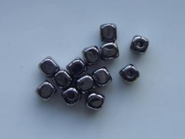 117465/3603- licht metalen kraal blokje 6x5.5x5.5mm antraciet