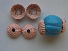 00128- 4 x kralenkapjes 15mm roze OPRUIMING