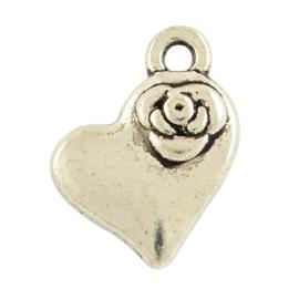 NA.23- 10 stuks bedels hartjes met roosje 14x11mm zilver
