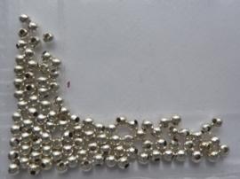 CH.321- ca. 95 tot 100 stuks metalen spacer kralen van 3mm zilverkleur
