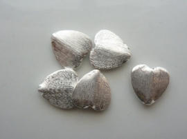 117465/3704- zwaar metalen kraal geborsteld plat hartje 14mm