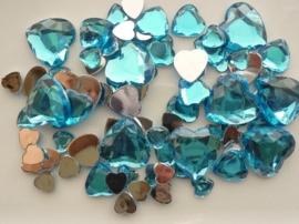 2282 0253- 80 x kunststof strass stenen assortiment hartjes van 8 tot 18mm lang turqoise