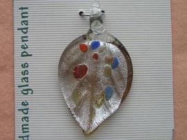 12042/4206- handgemaakte glashanger zilverblad spikkel 6x3.3cm