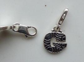 117467/1207- zwaar verzilverde metalen letter bedel G