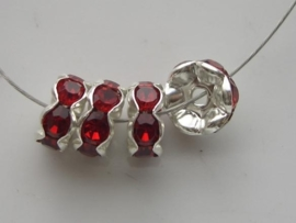 000125- 4 x strassringetjes 8mm kristal ruby - OPRUIMING