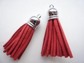 trosje met suede veters en bevestigingsoogje rood lengte:56mm dikte:12mm