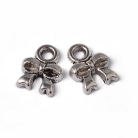 NA.11-  20 stuks metalen bedels strikjes 8x8mm zilver