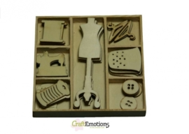 CE811500/0206- 35 stuks houten ornamentjes in een doosje couture nr.1 10.5x10.5cm