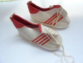 VZ.315- 1 paar poppen sportschoenen van 7cm wit OPRUIMING