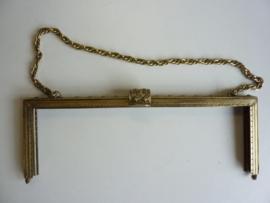 56- tasbeugel met ketting 25.5cm bronskleur