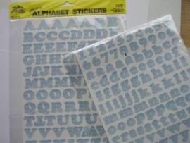 5551- K&Co 2 x A4 formaat stickervellen met letters marmer licht blauw