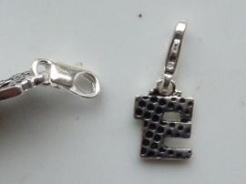 117467/1205- zwaar verzilverde metalen letter bedel E