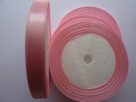 rol met 22.86 meter baby roze satijnlint van 10mm breed OPRUIMING