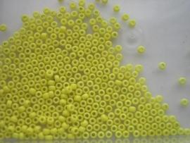 482- 3mm glazen rocailles opak midden geel 15gr