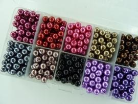 2237.B- 600 stuks glasparels van 6mm kleurenmix in vakkendoosje