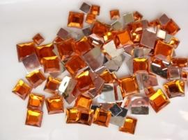 2282 024- 110 x kunststof strass stenen assortiment vierkanten van 6/10/12mm oranje
