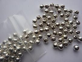 2616- 100 stuks kattebelletjes van 6mm zilverkleur - SUPERLAGE PRIJS!