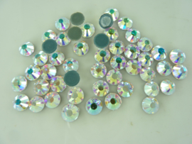 000680- ca. 50 stuks hotfix crystal steentjes SS30 6.4mm crystal AB