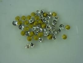 00566- 50 x strass steentjes met punt achterkant SS18-4.3mm zilver