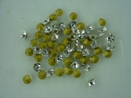 00567- 50 x strass steentjes met punt achterkant SS20-4.7mm zilver