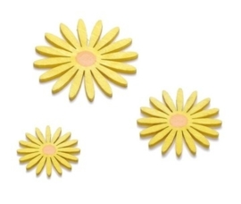 8002 364- 9 stuks houten bloemen gele bloesem van 3-4cm