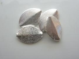 117465/3703- zwaar metalen kraal geborsteld plat ovaal 21x15mm