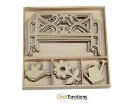 CE811500/0223- 20 stuks houten ornamentjes in een doosje tuin 10.5x10.5cm